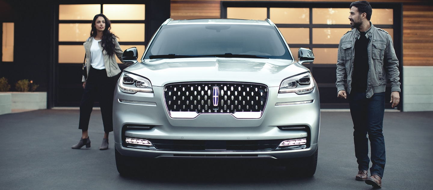 The sparkling grille of the Lincoln Aviator Grand Touring is shown